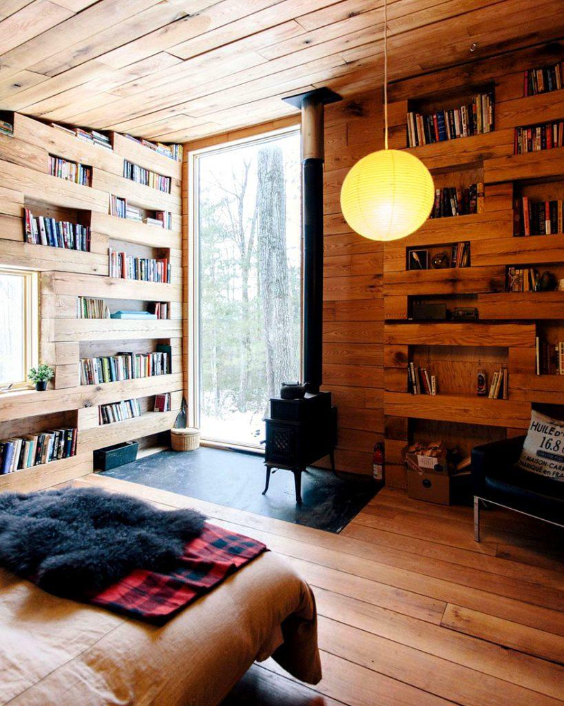 Secret Llibrary Hemmelig Rom windows and shelves