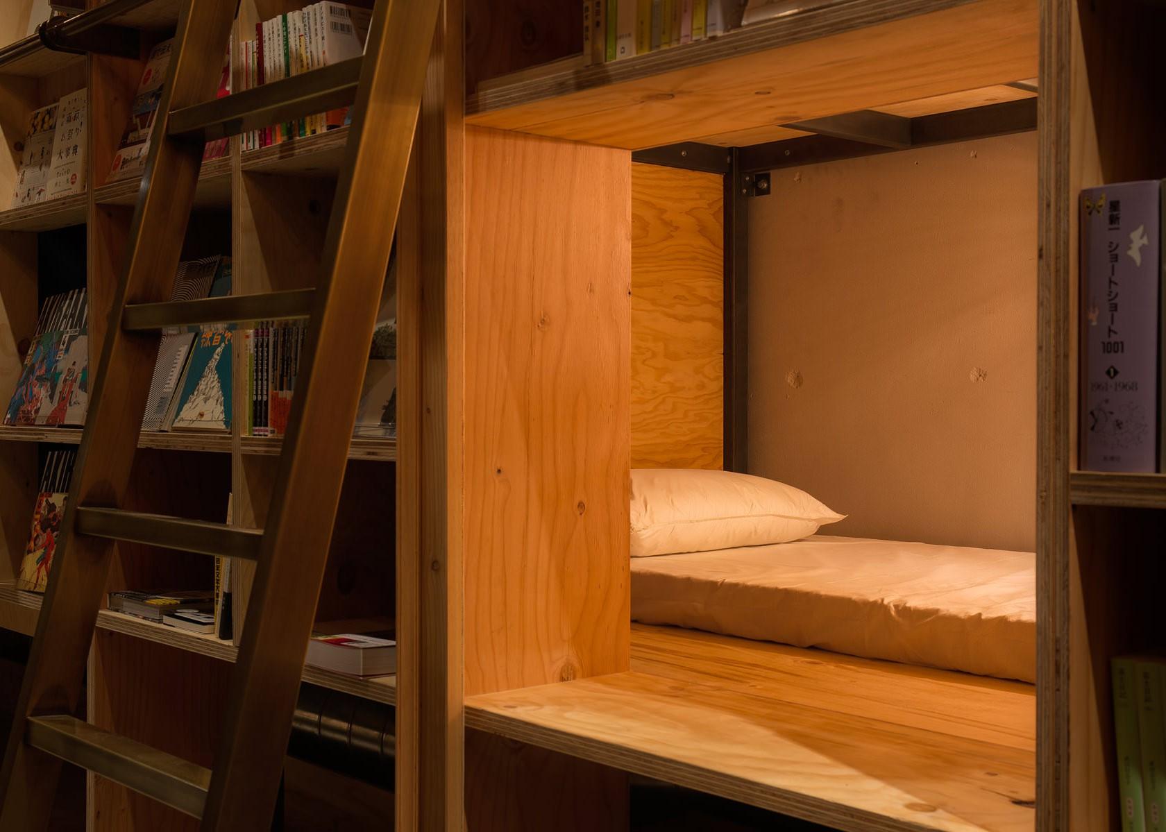 lit de book and bed