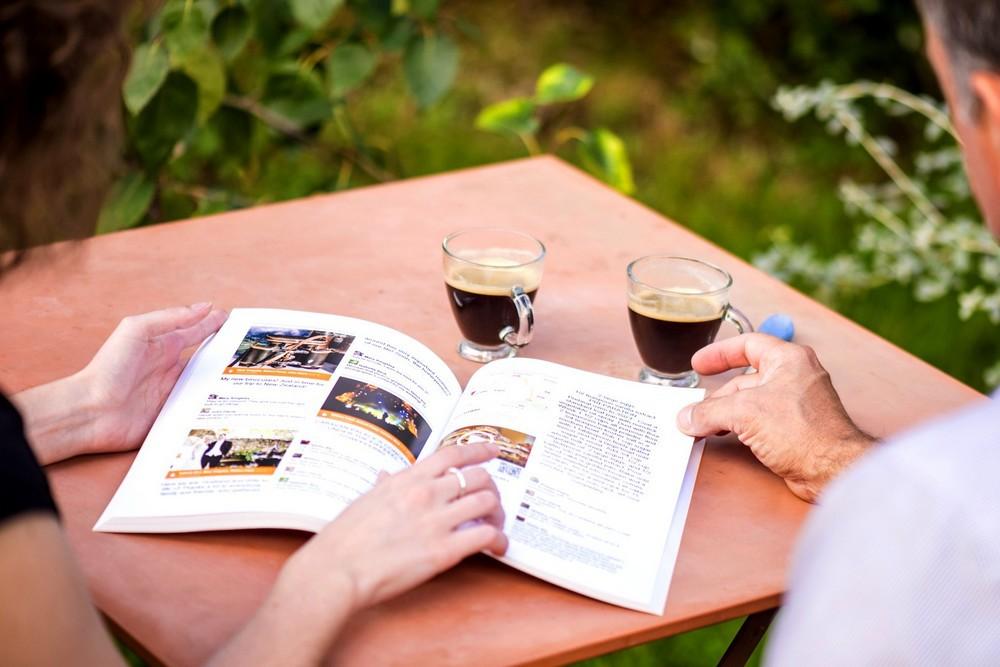 Couple autour du livre Facebook