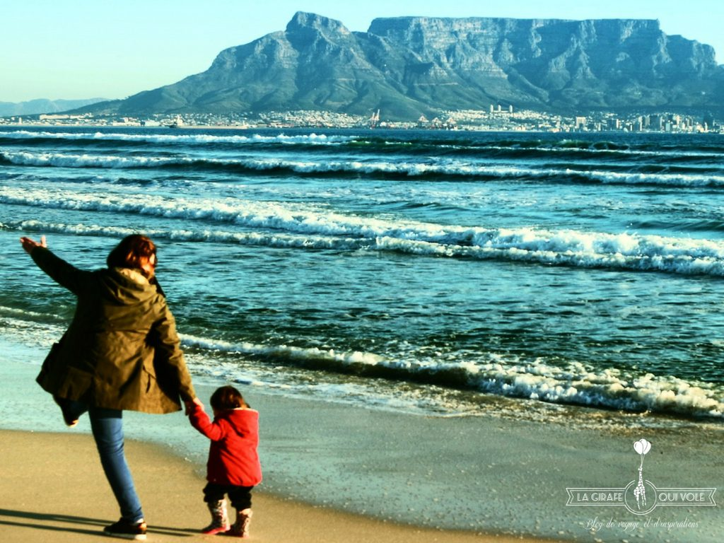 Marlène et sa fille, plage de Blouberg, au Cap en Afrique du Sud