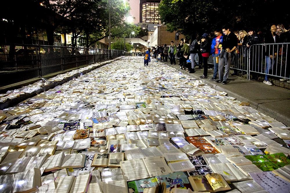 Literature Vs Traffic à Toronto