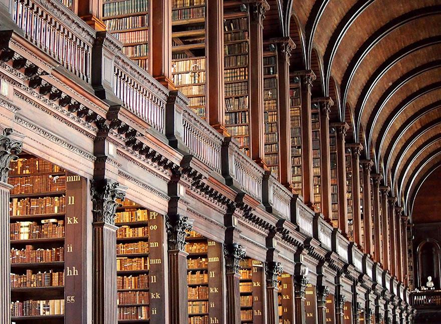 Étageères de la Old library à Dublin