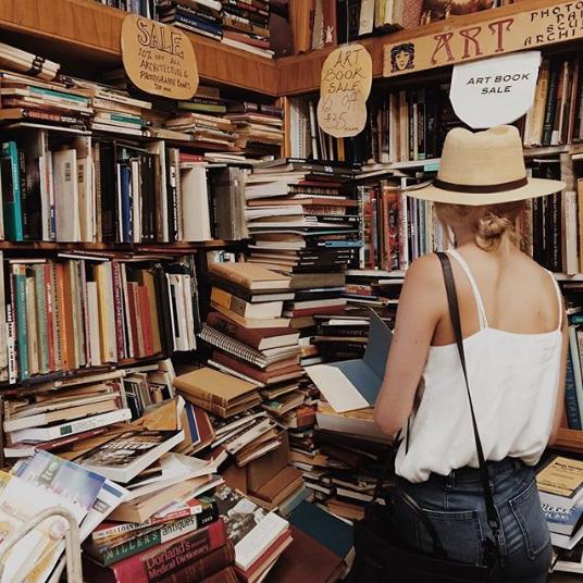 shelfjoy-femme-lisant