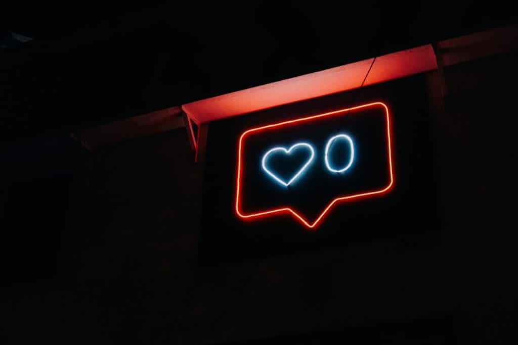Signe néon d'un like instagram